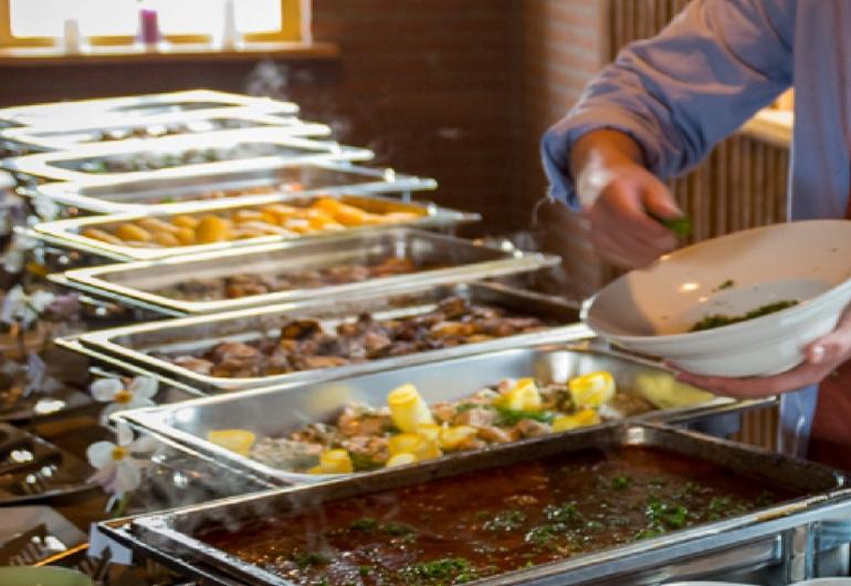 catering personeel barbecue chef hulp kok