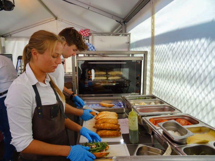 Hulp Kok Keukenhulp Inhuren Catering Personnel Bedrijfsrestaurant Personeel Kantine Medewerker Catering Personeel Keuken Medewerker
