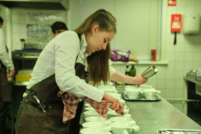 Hulp Kok Keuken Medewerker Keukenhulp Inhuren Hulp Kok