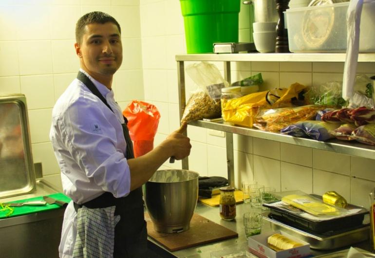 Hulp Kok Keukenhulp Inhuren Keuken Medewerker Bedrijfsrestaurant Medewerker