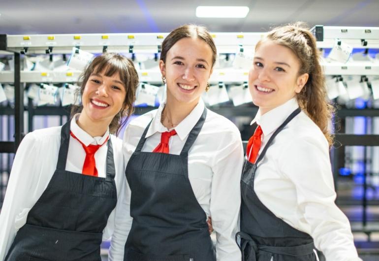 Student Hospitality job in The Hague Horeca Studentenbaan Den Haag Theater en evenementen medewerker studentenbaan Hostess Gastvrouw en Gastheer Garderobe Personeel Congres Medewerkers